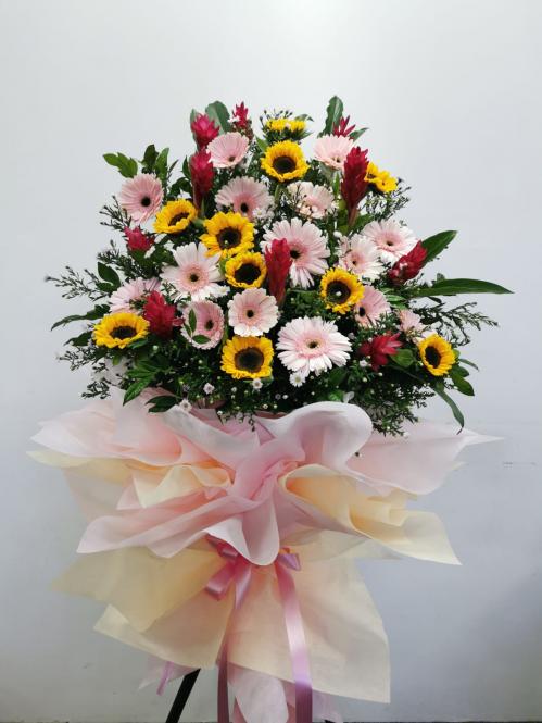 Modern Congratulatory Flower Tripod Stand